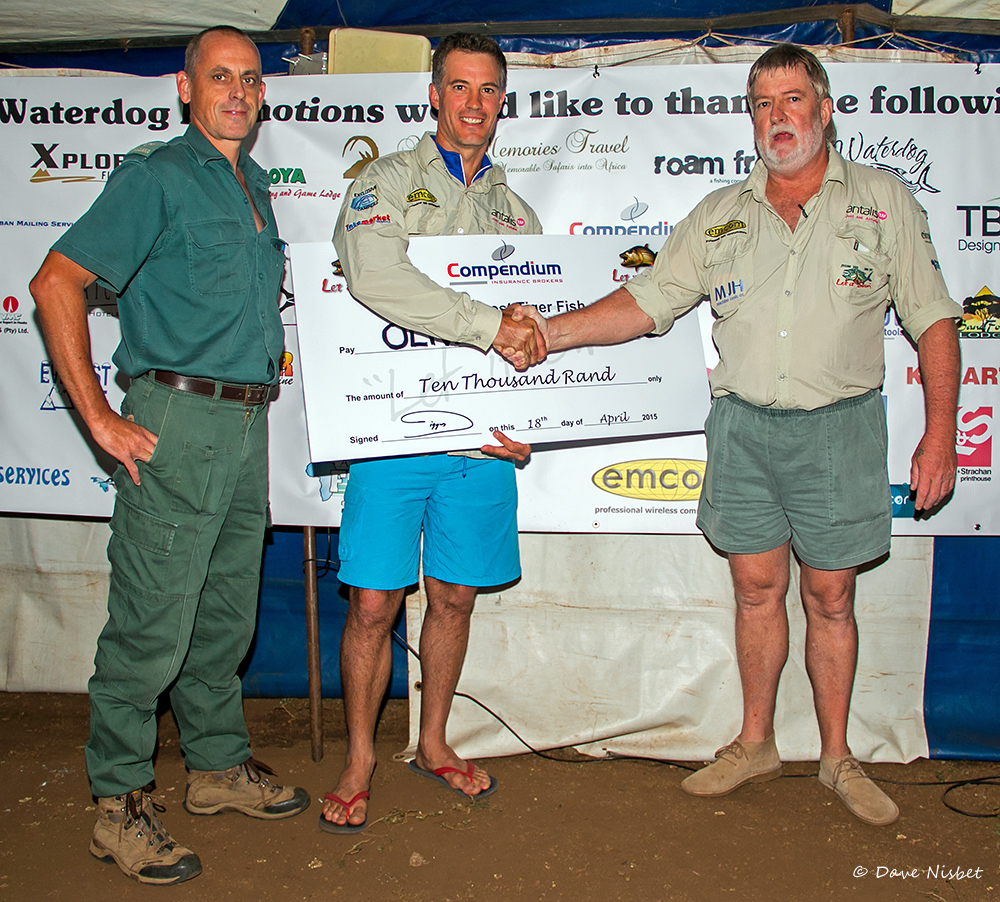 2015 - Let it Swim TFT Winner - Oliver Sclanders (605mm) being presented with his cheque by Ferdi Myburgh EKZNW and Chris Digges LISTFT